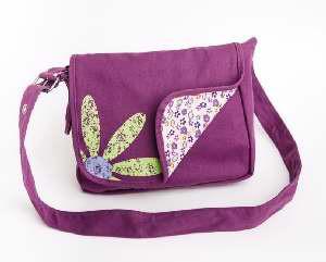 025986822248 | Messenger Bag Faithgirlz! Medium Grape